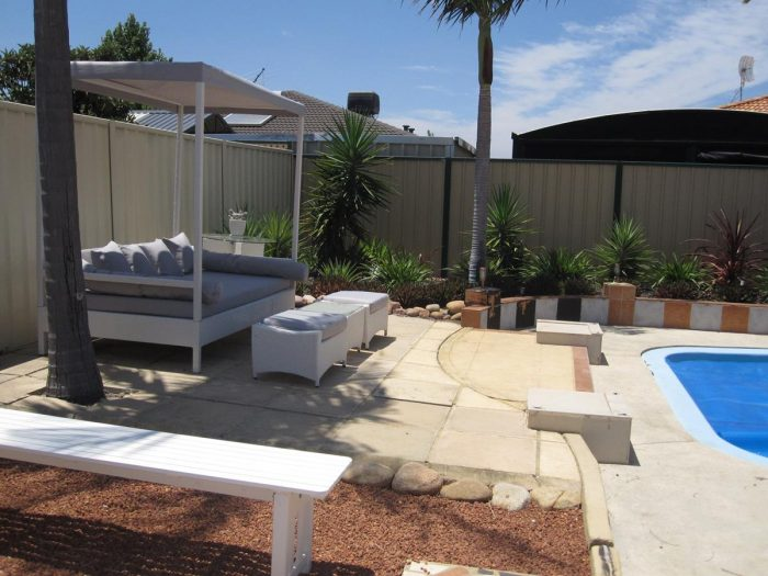 A high quality and cheap outdoor day bed with canopy in Perth.