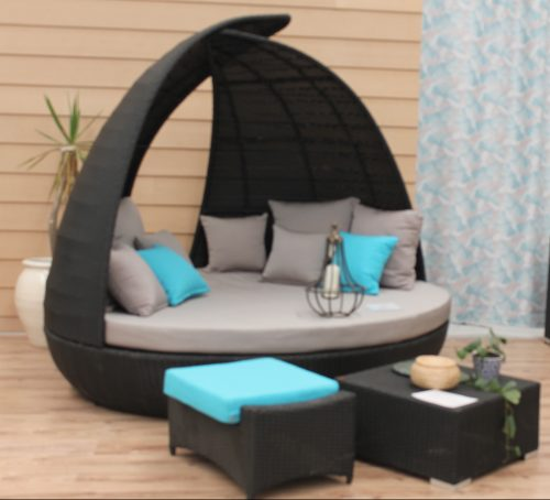 A Large Luxury Outdoor Day Bed that is round in Perth